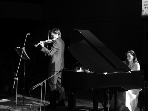 外籍小提琴家在华举办小提琴钢琴音乐会