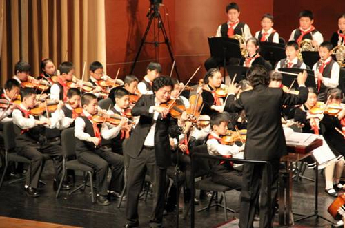 小提琴家吕思清万科如园奏响家文化乐章