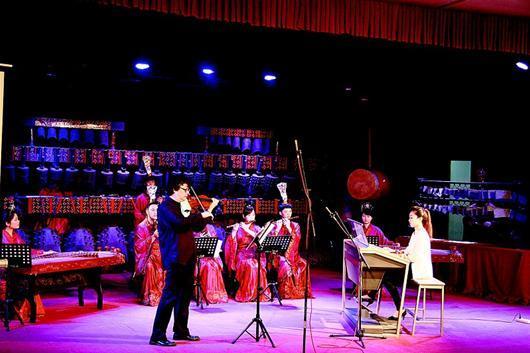 湖北创意音乐会:用小提琴编钟演绎邓丽君